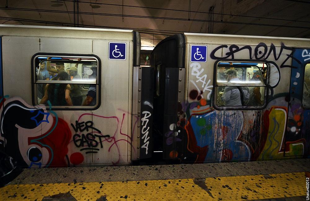 граффити метро